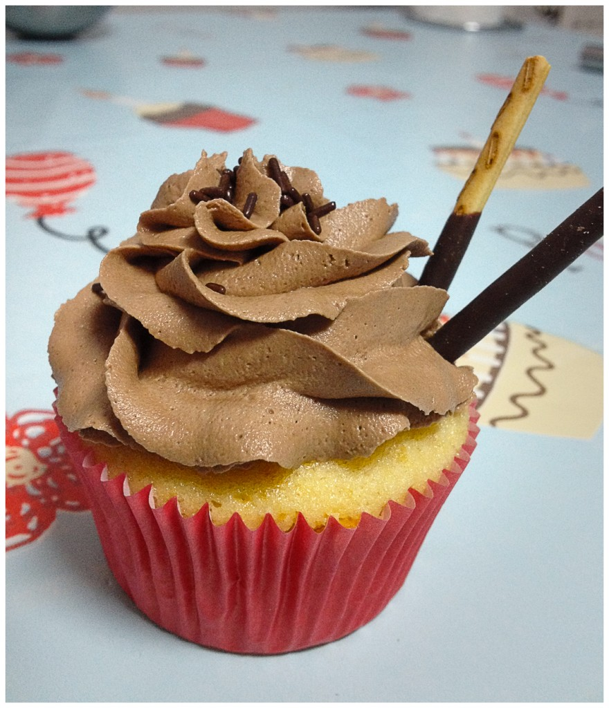 Cupcakes de vainilla con buttercream de nutella y bayleis